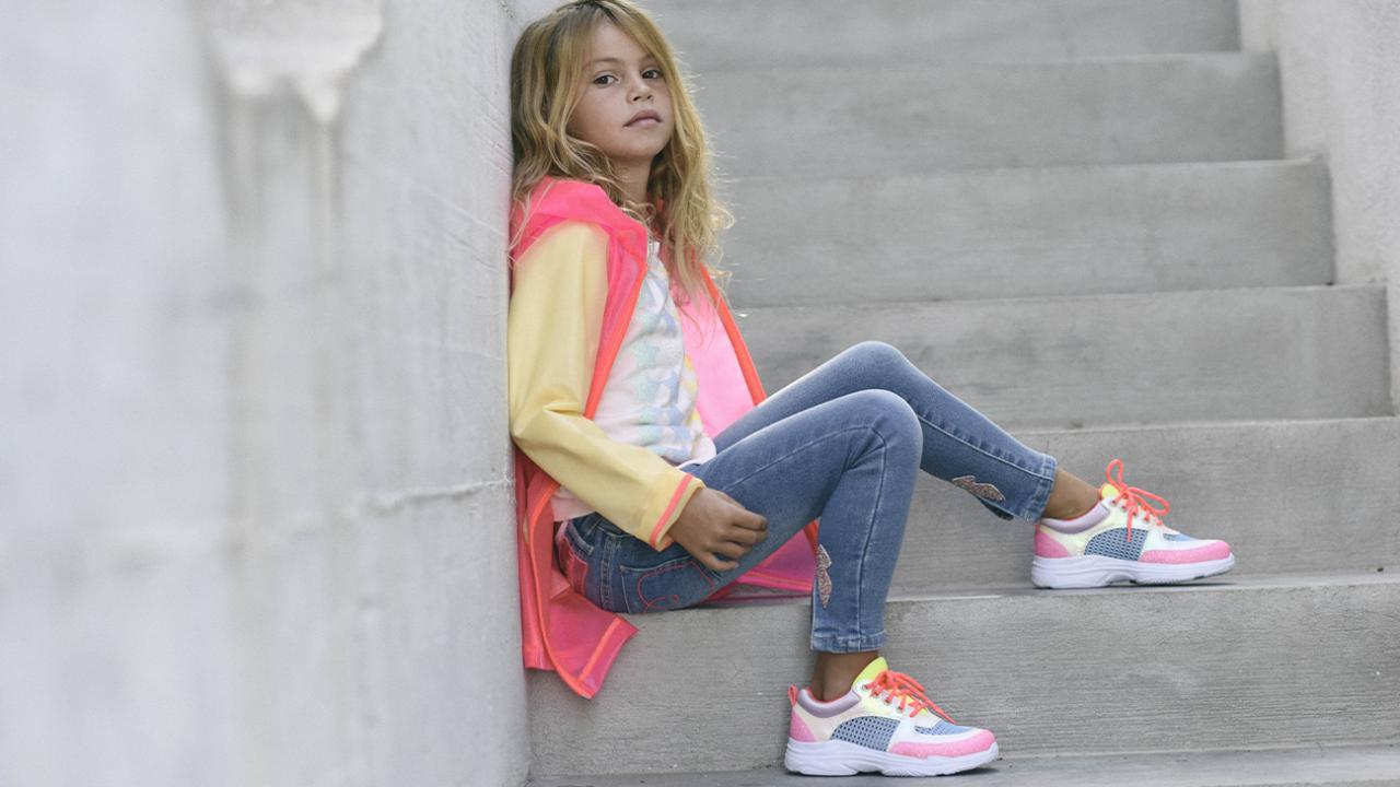 Bekleidung und Schuhe für Teenager